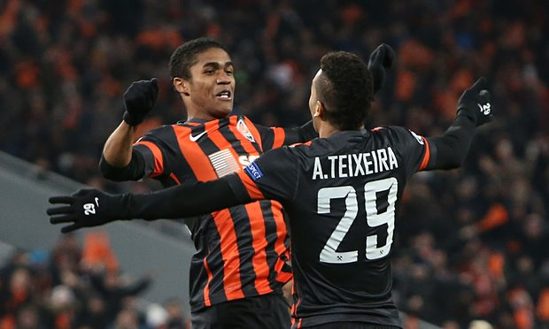 alex-teixeira-and-douglas-012
