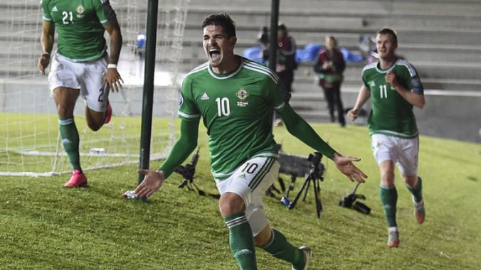 kyle-lafferty-northern-ireland-celeb-hungary-euro_3347872